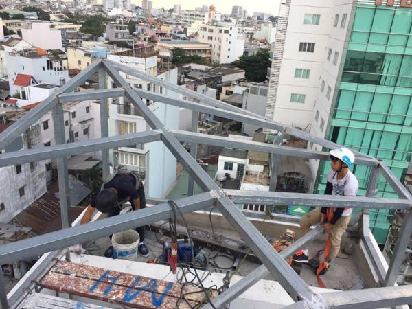 Thi công lợp mái tôn quận Phú Nhuận