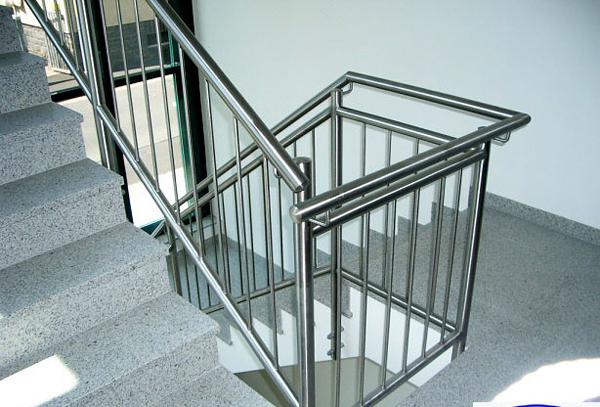 Làm lan can cầu thang inox tại quận 4